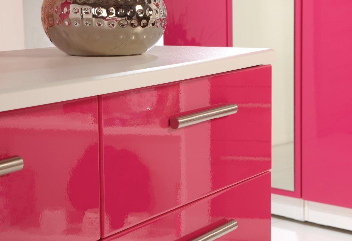 Глянцевая розовая спальня