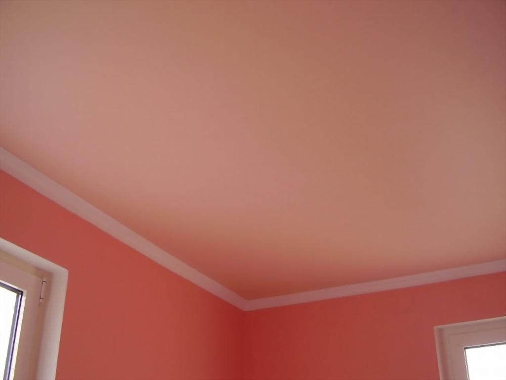 Матовый розовый потолок