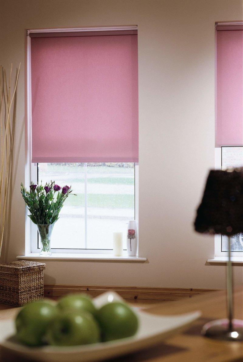 Розовые рулонные шторы