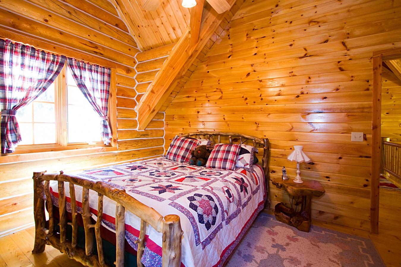 Кровать для дачи в рустикальном стиле