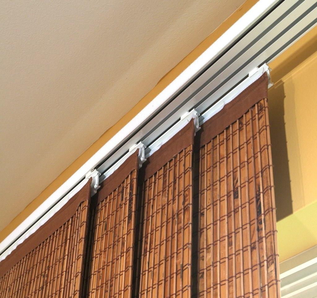 Потолочные шторы на четырехрядном карнизе