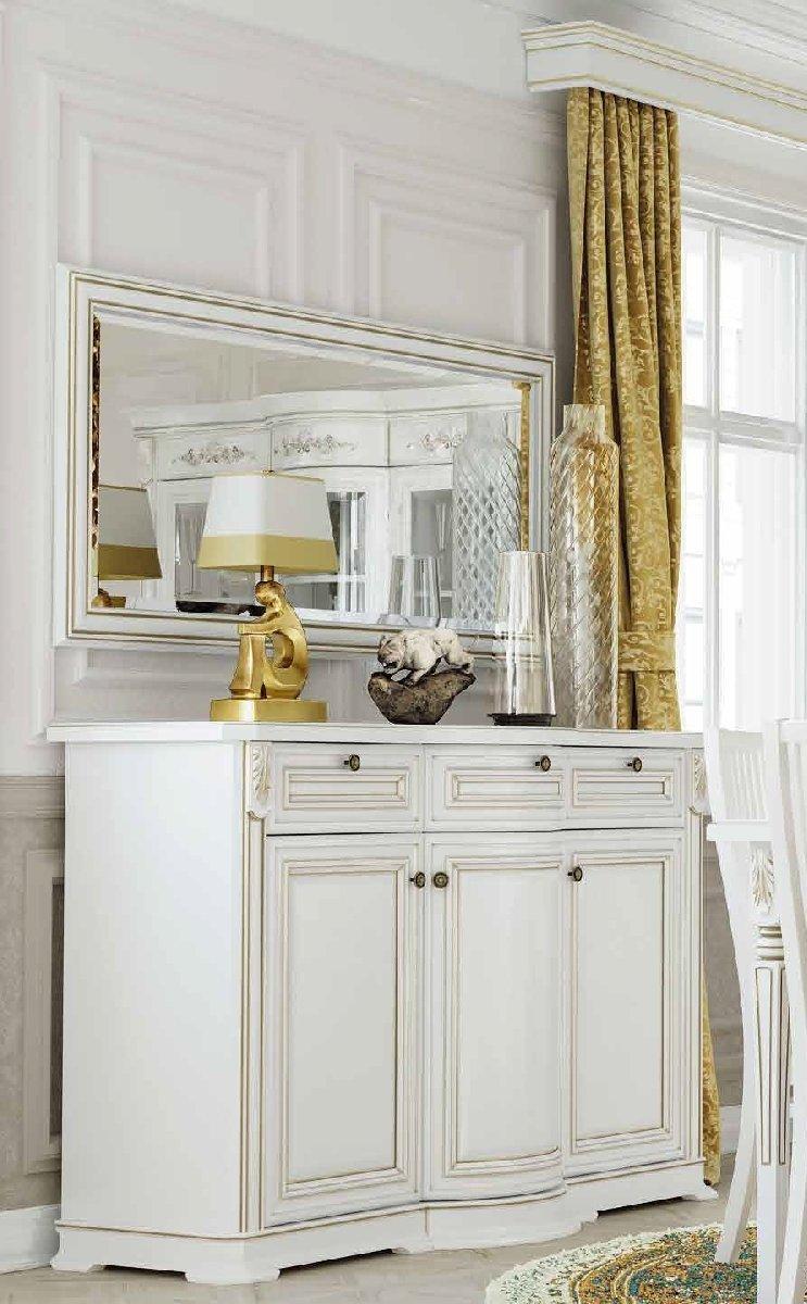 Комод с зеркалом в гостиную