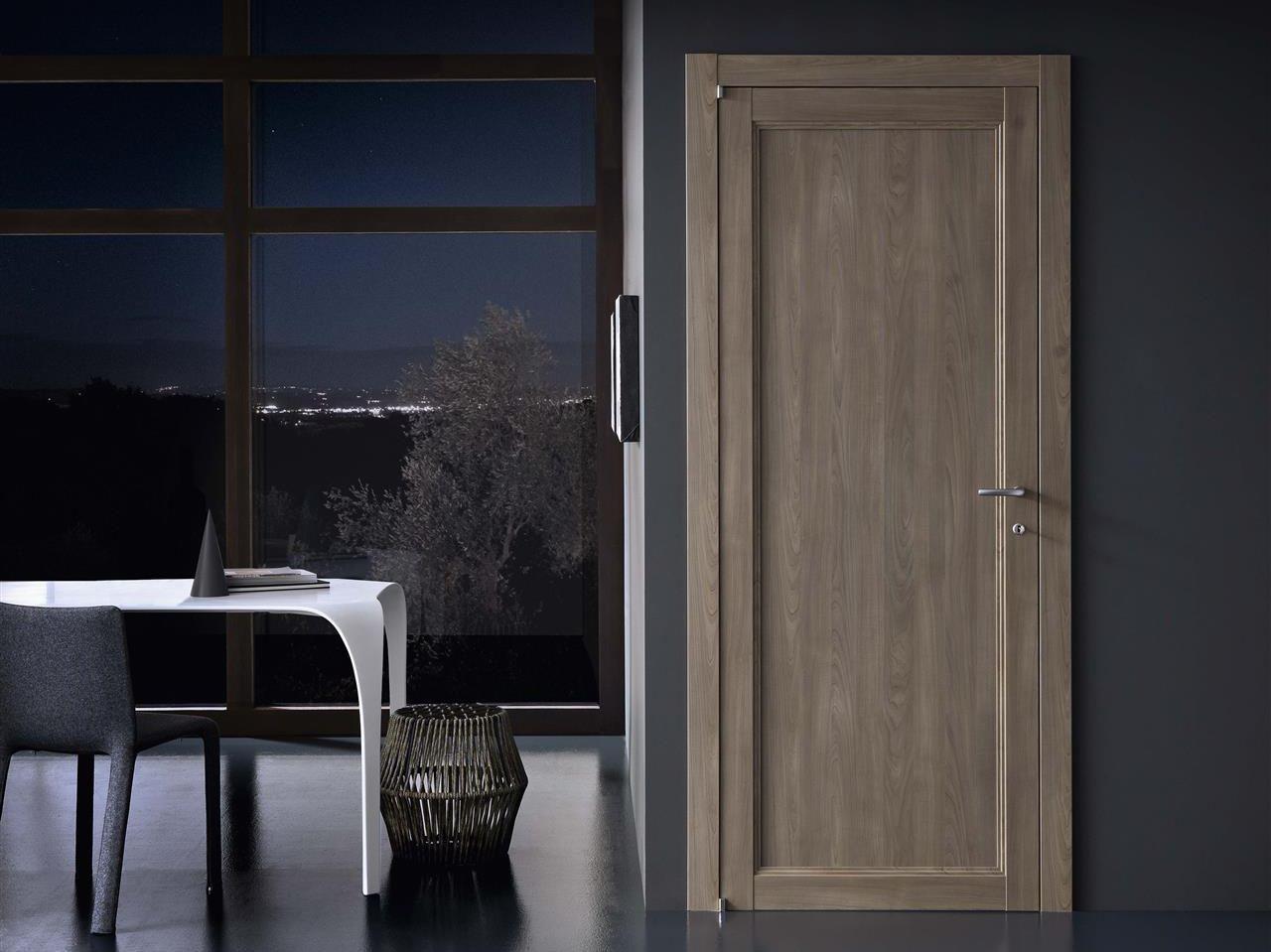 Ламинированная серая дверь