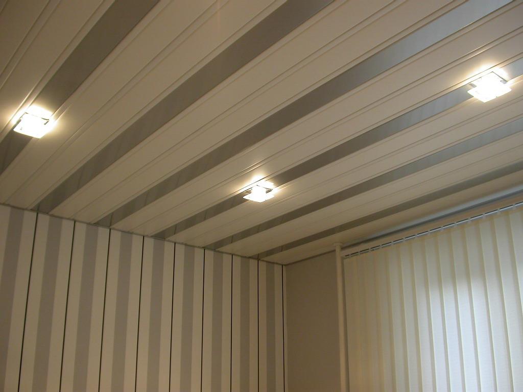 Панели под серебро на потолке