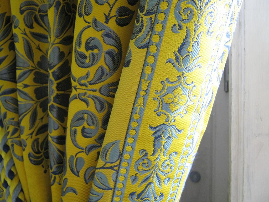 Желто-серые шторы