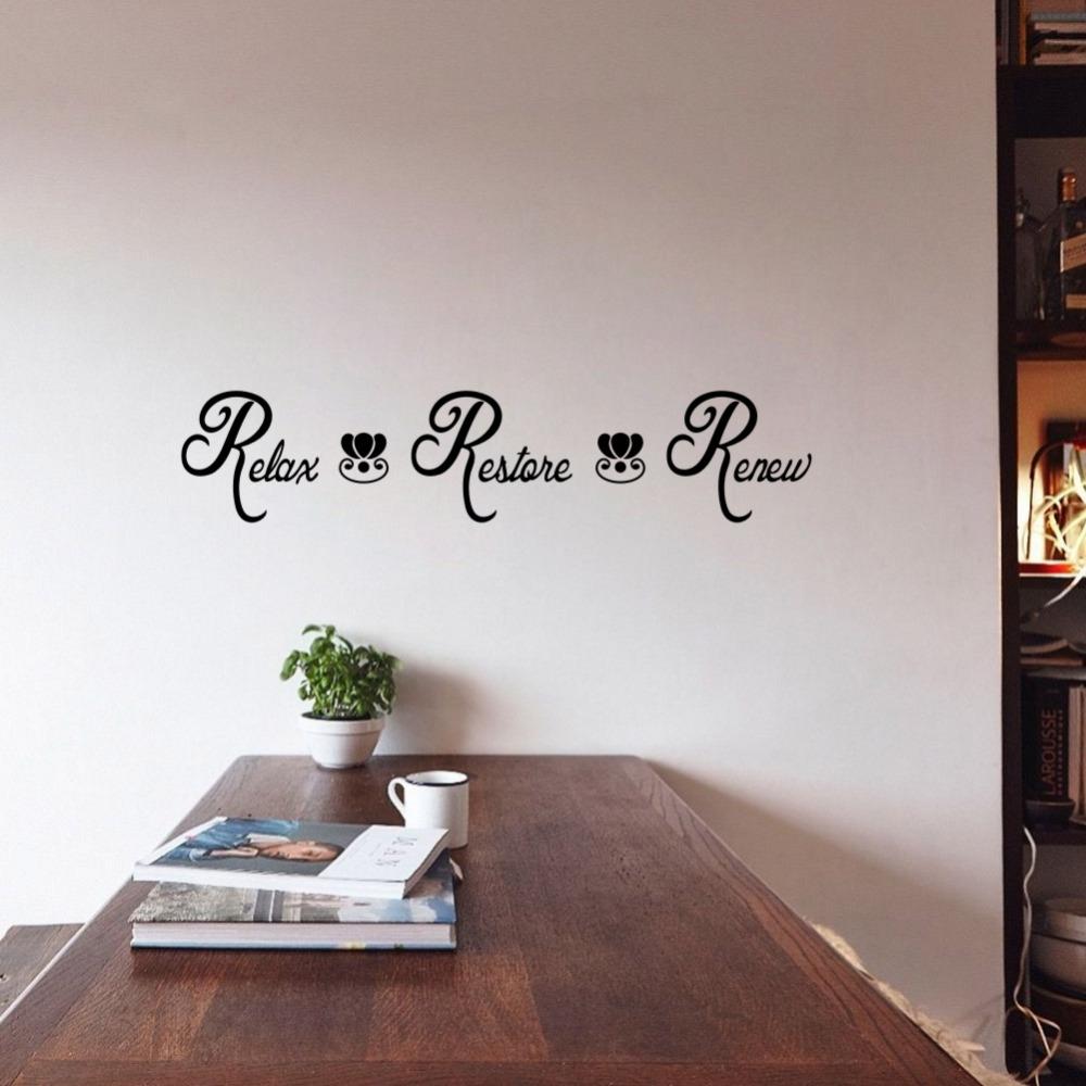 Надпись с красивым шрифтом в интерьере