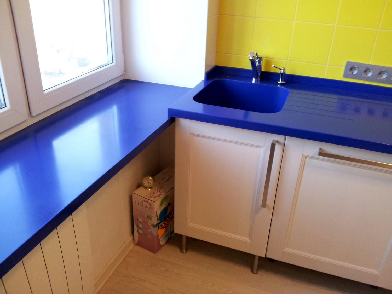 Пластиковый синий подоконник