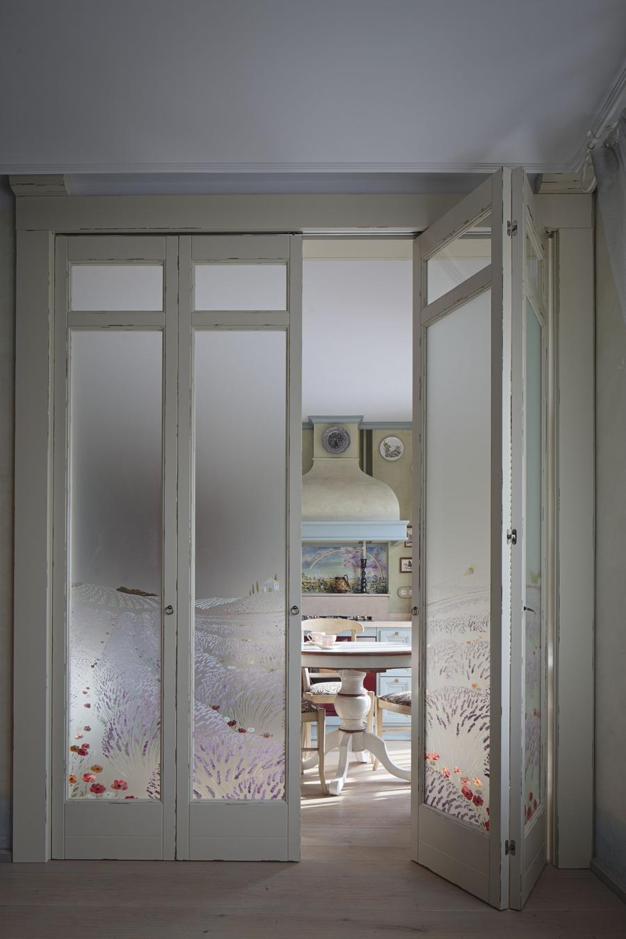 Складная дверь в стиле прованс