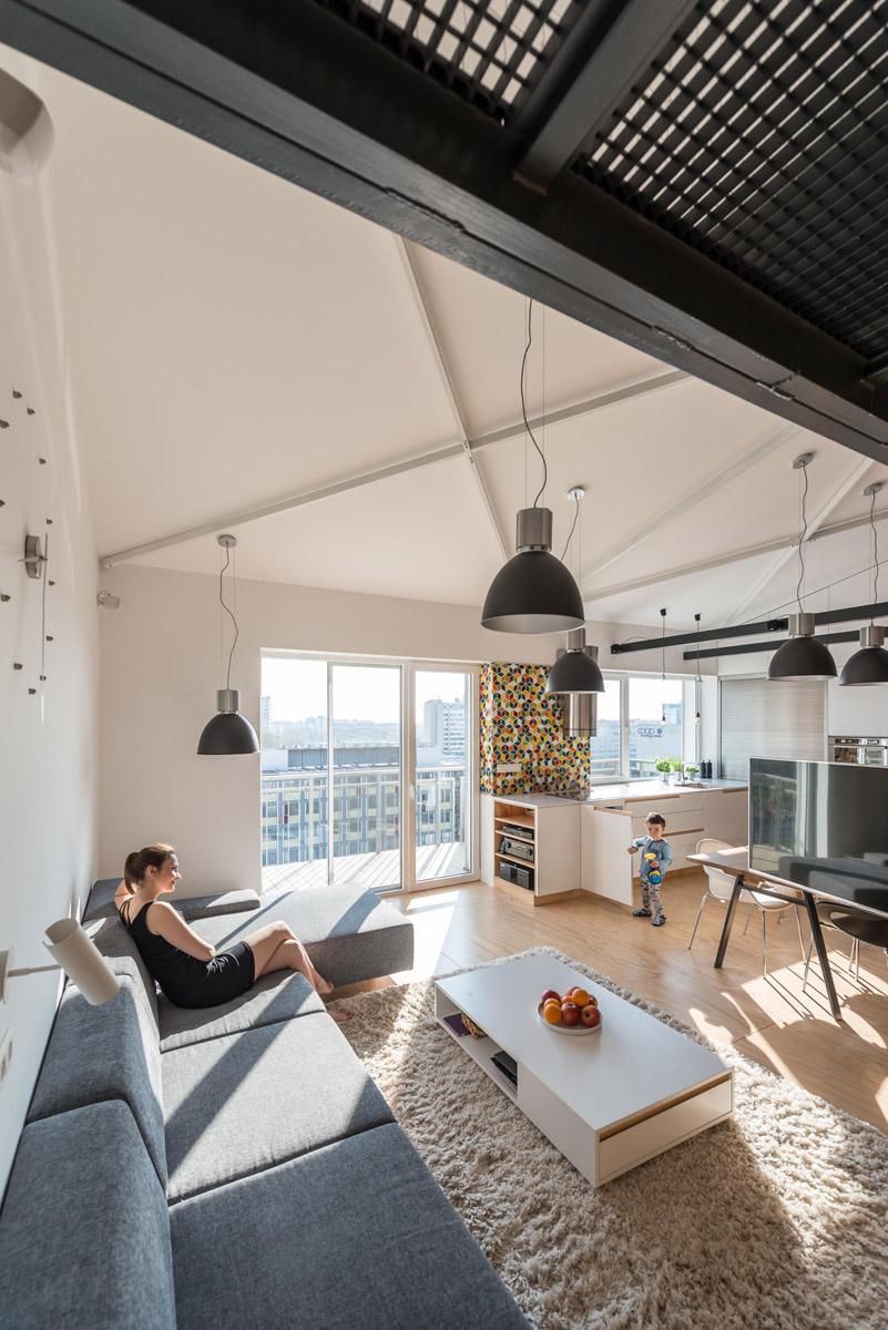 Скошенный потолок в стиле лофт