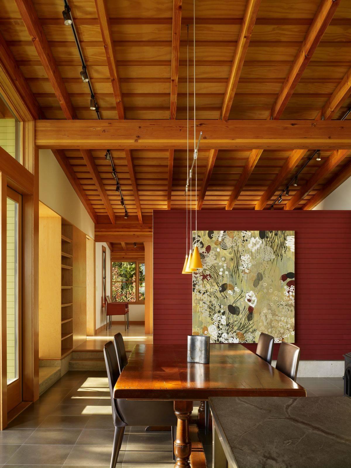 Потолок из сосновых досок