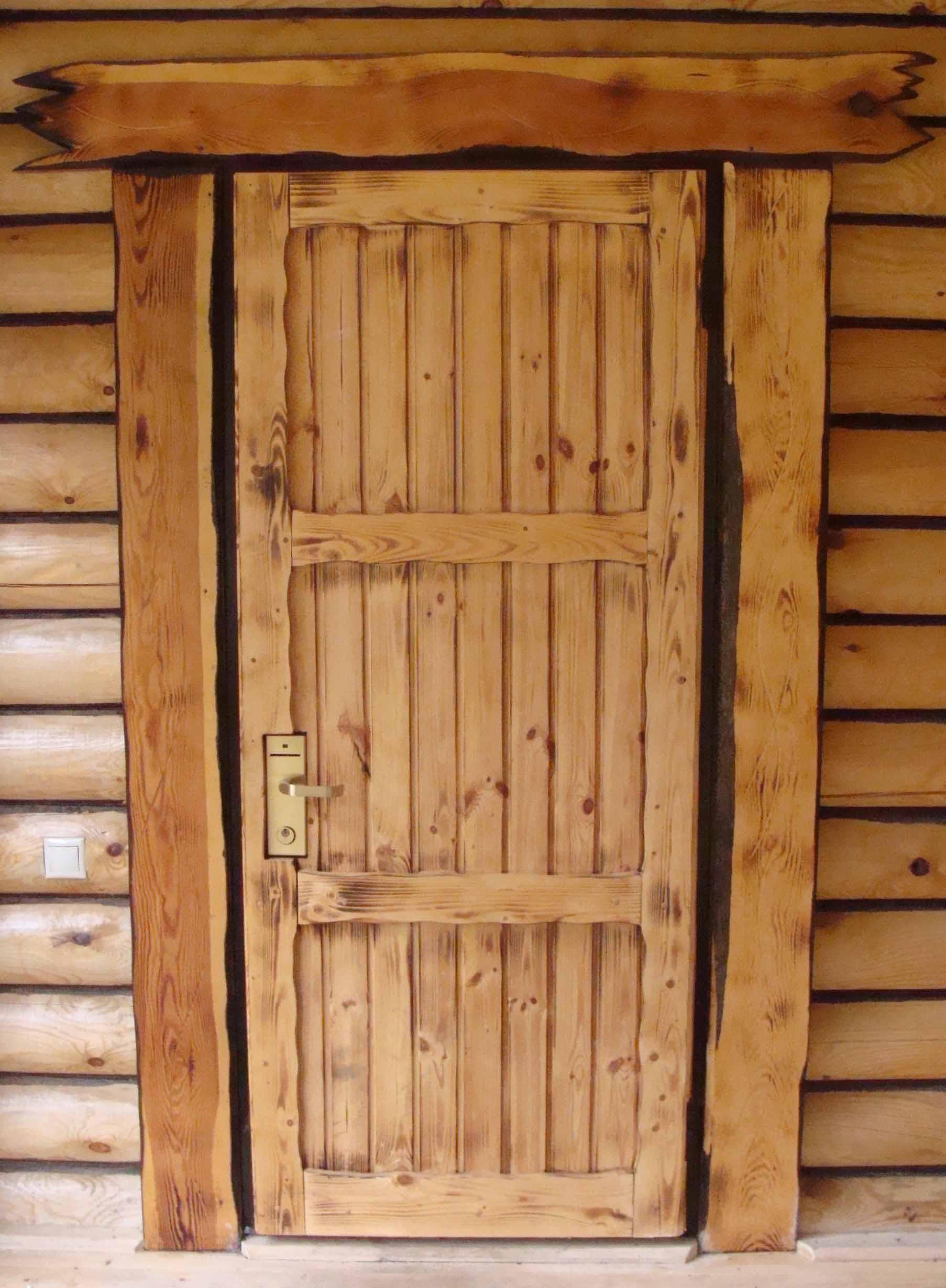 Состаренная дверь для бани