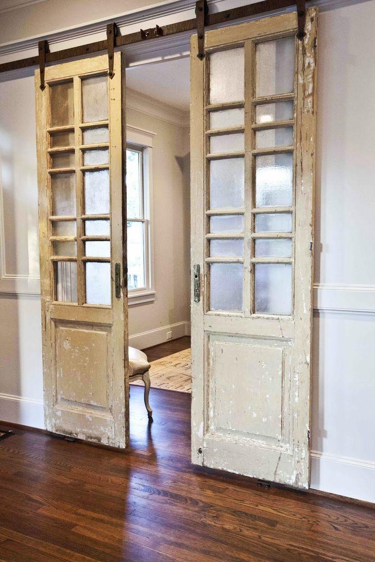 Навесные состаренные двери