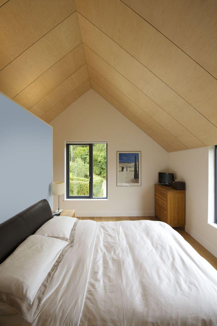 Потолок из фанеры в спальне