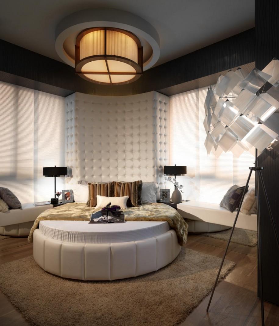 Овальная кровать в спальне