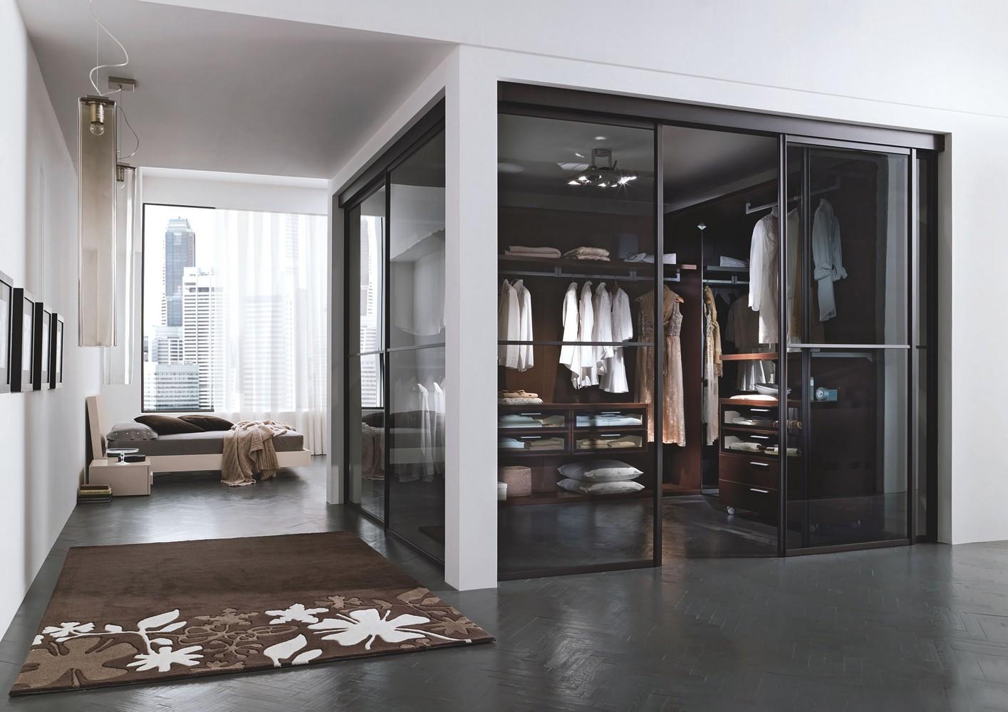 Двери в гардеробную комнату в спальне