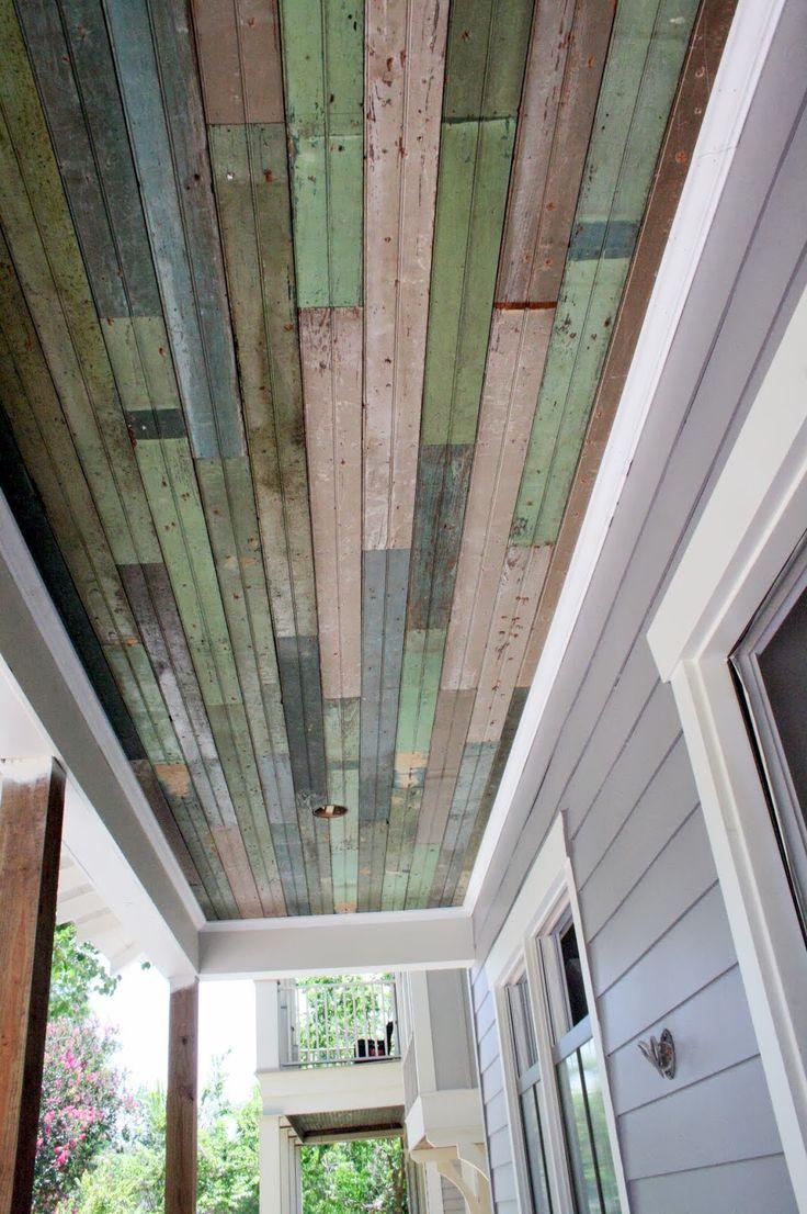 Потолок из старых досок