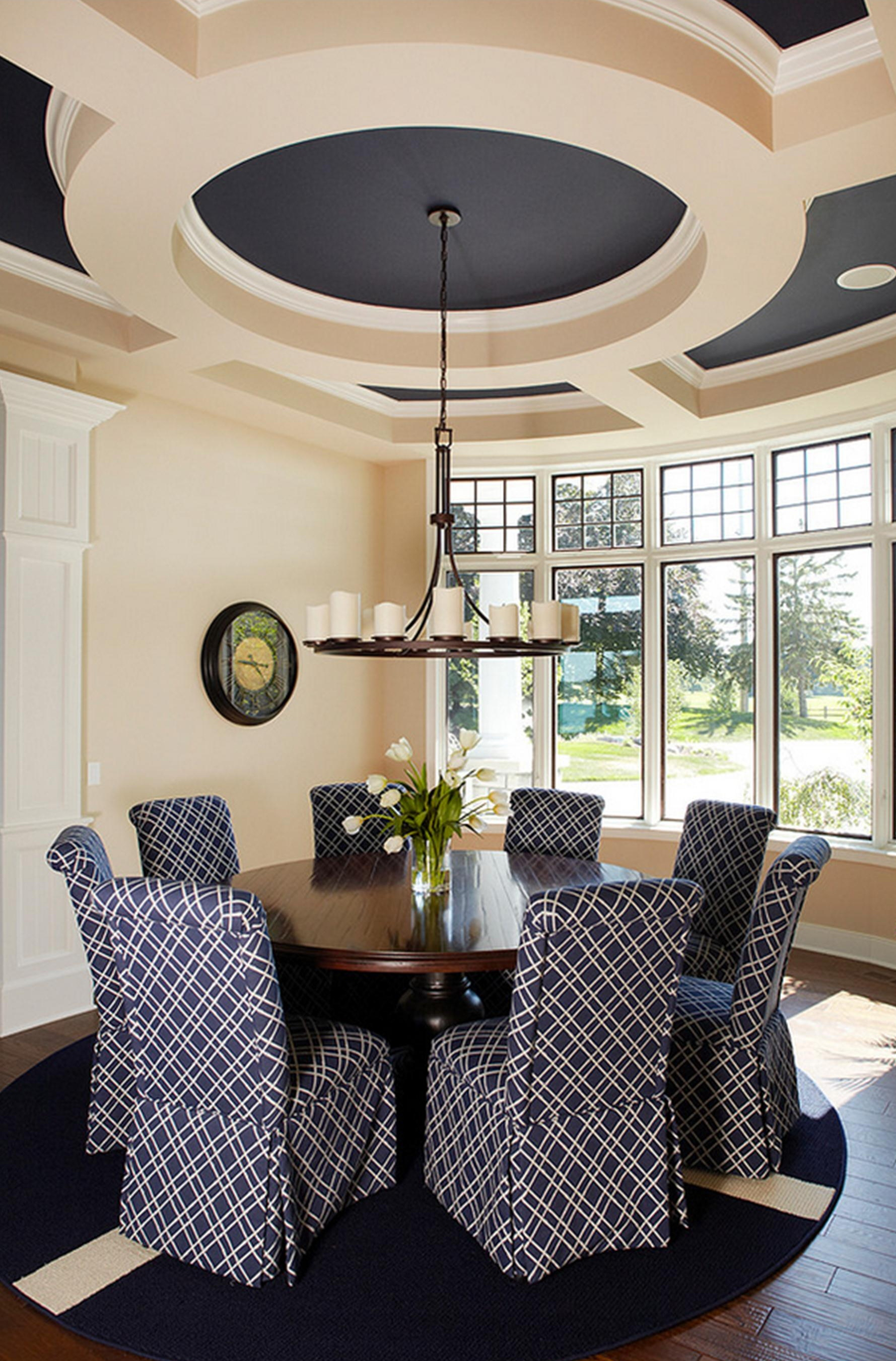 Круглый потолок в столовой