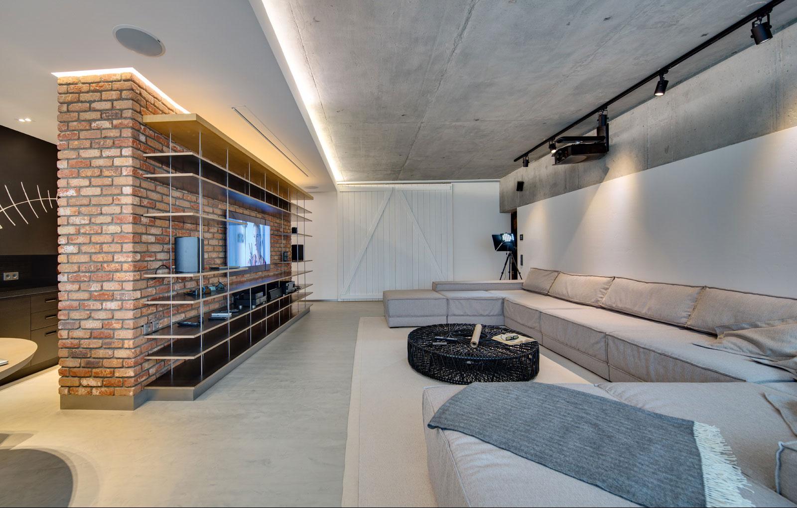 Бетонный потолок в квартире-студии
