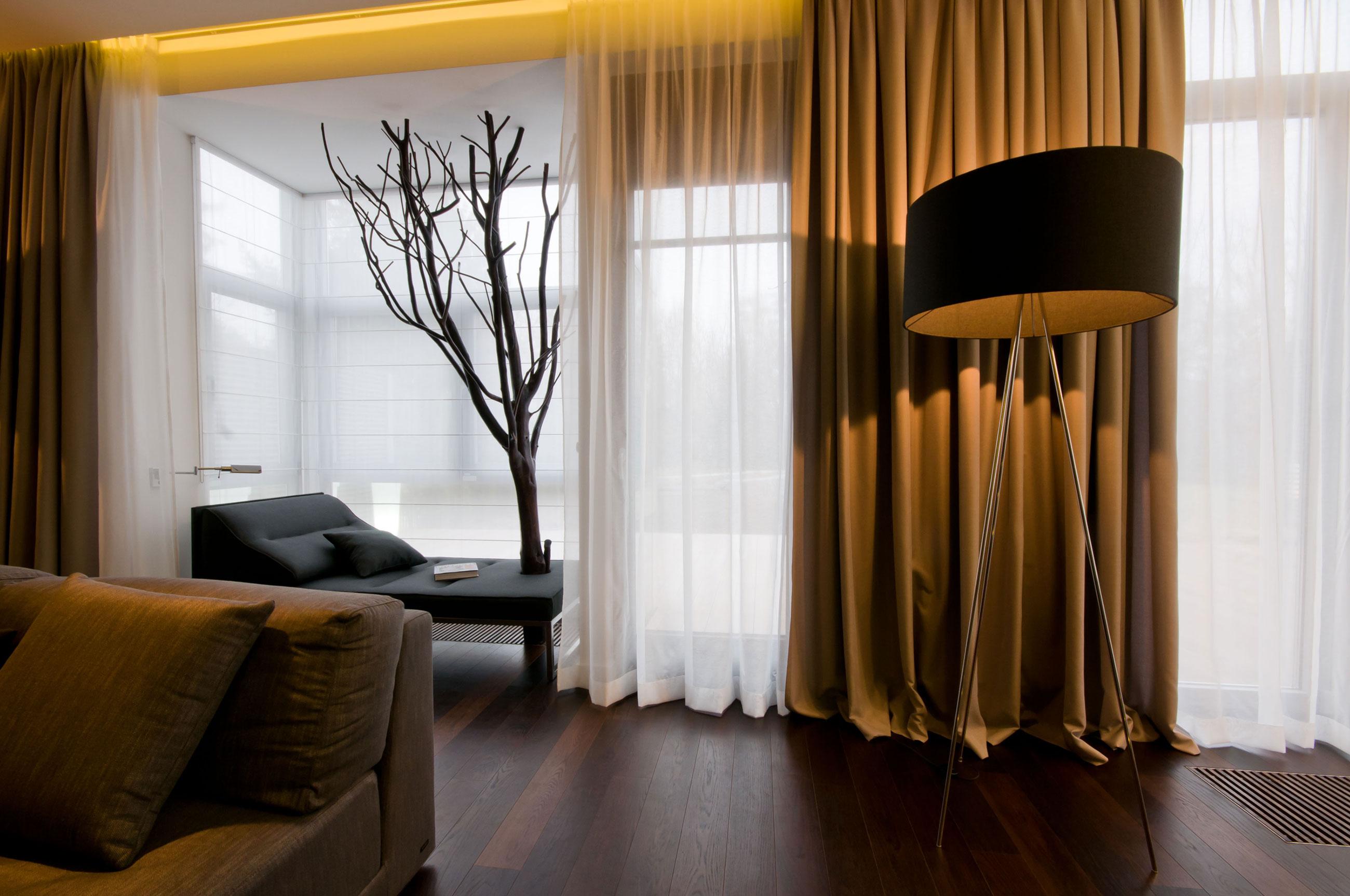 Светло-коричневые шторы