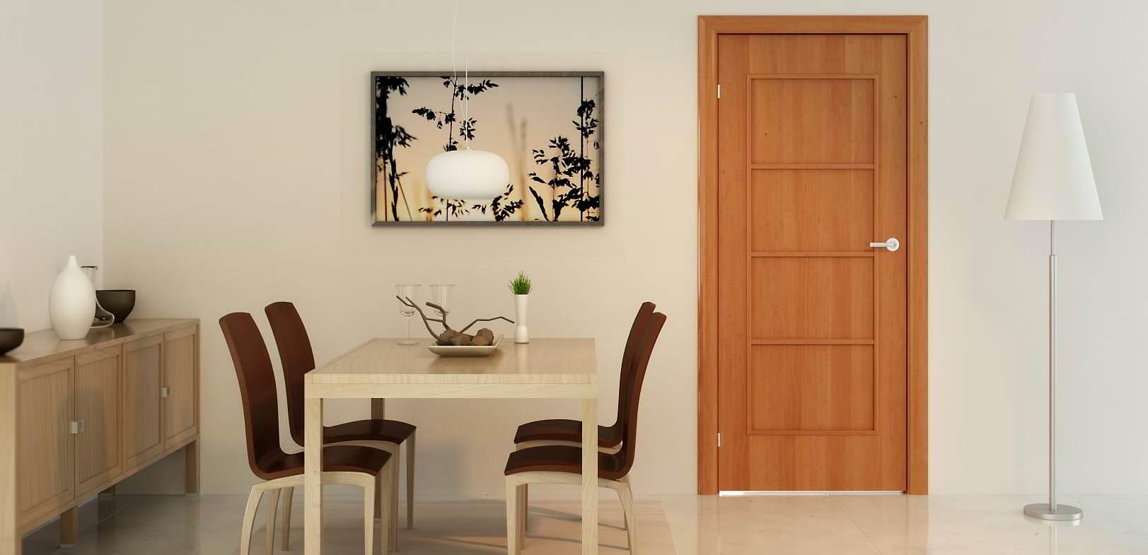 Светло-коричневая дверь
