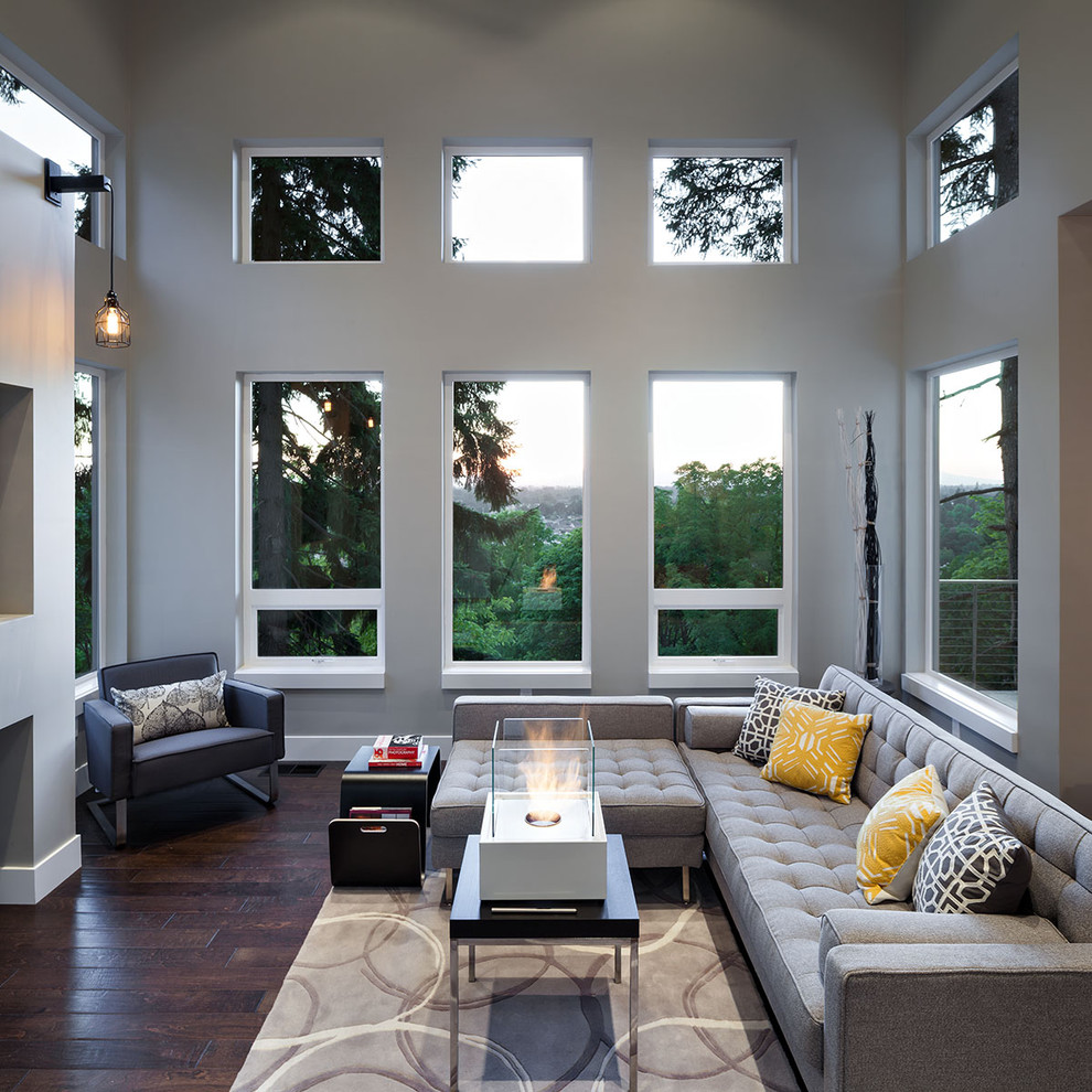 Светло-серый диван