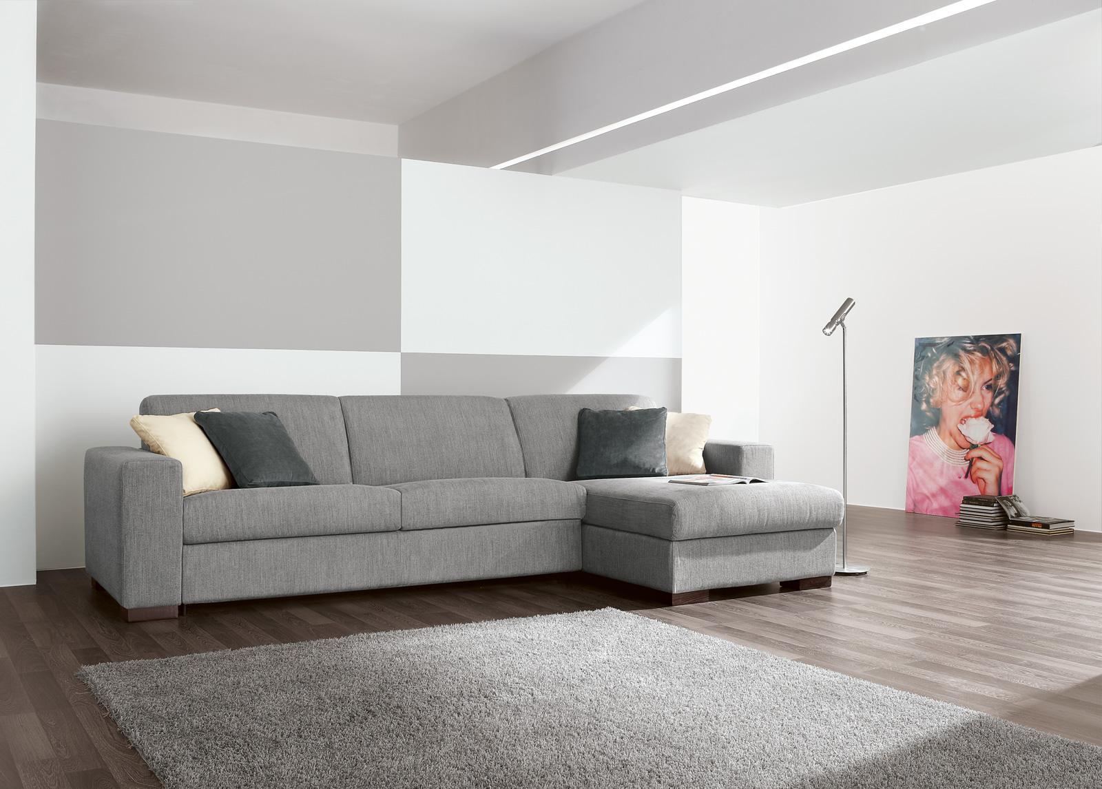 Серый текстильный диван