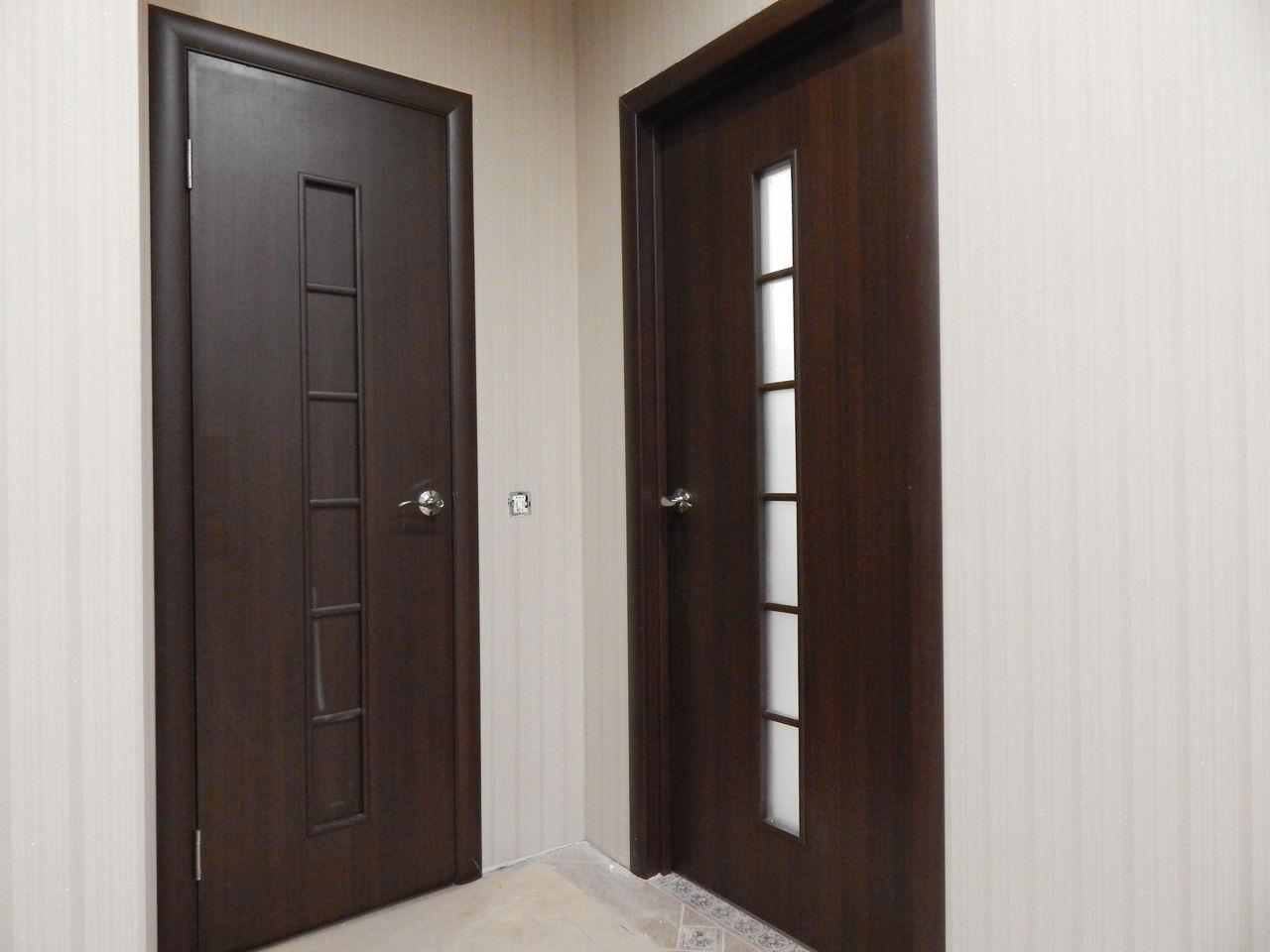 Межкомнатная темная дверь МДФ