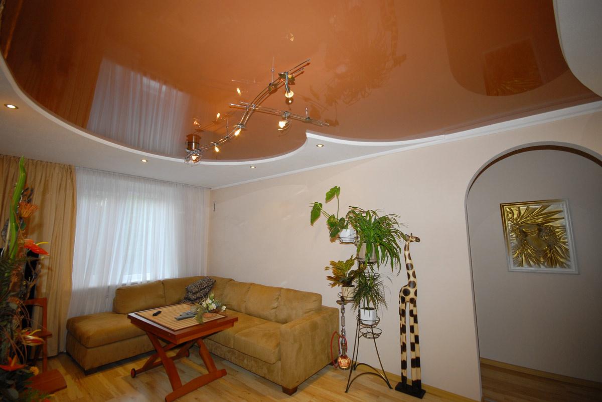Терракотовый натяжной потолок в спальне