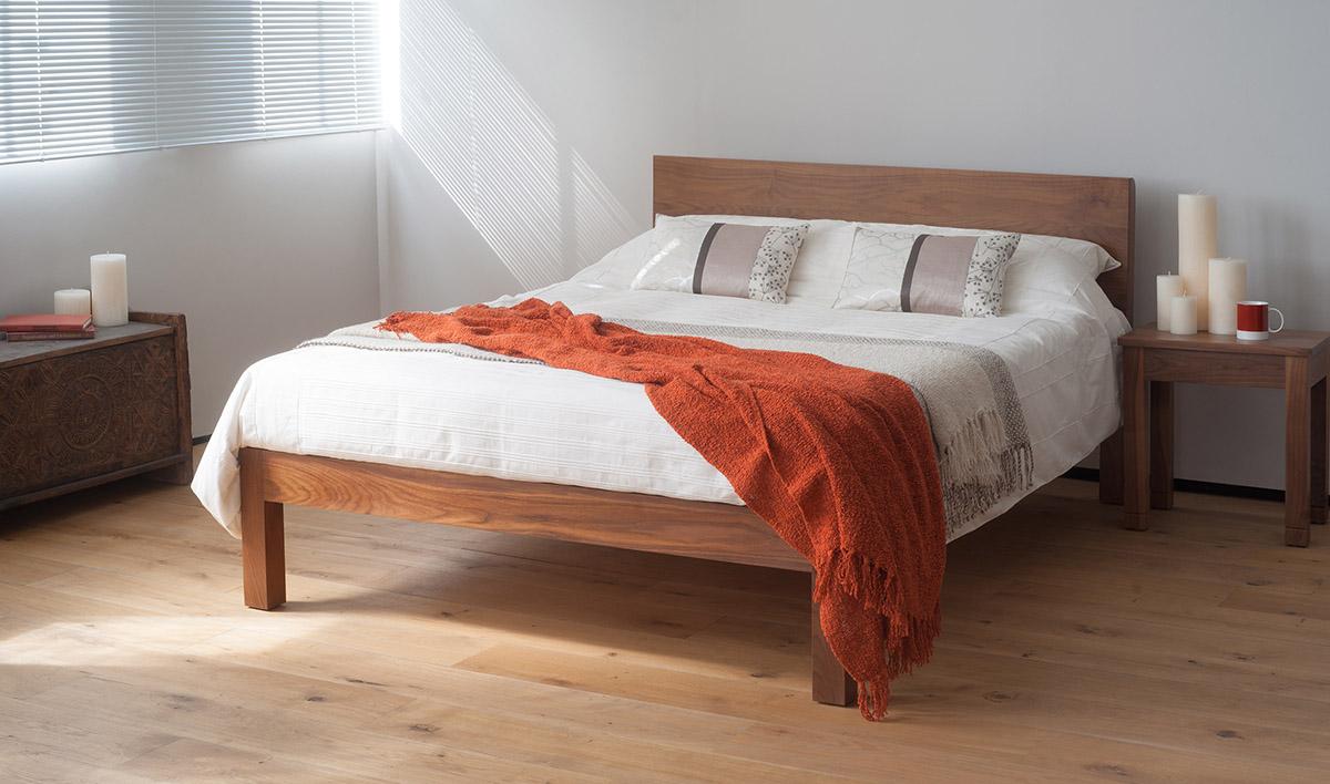 Кровать из тибетского ореха