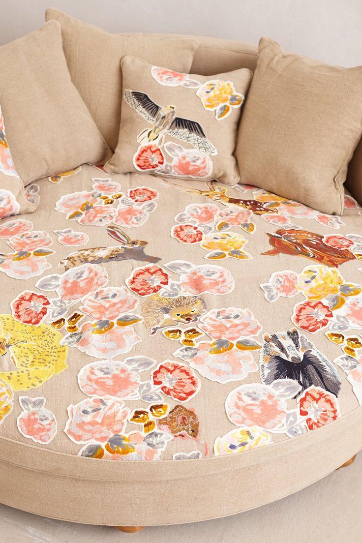 Круглый тканевый диван