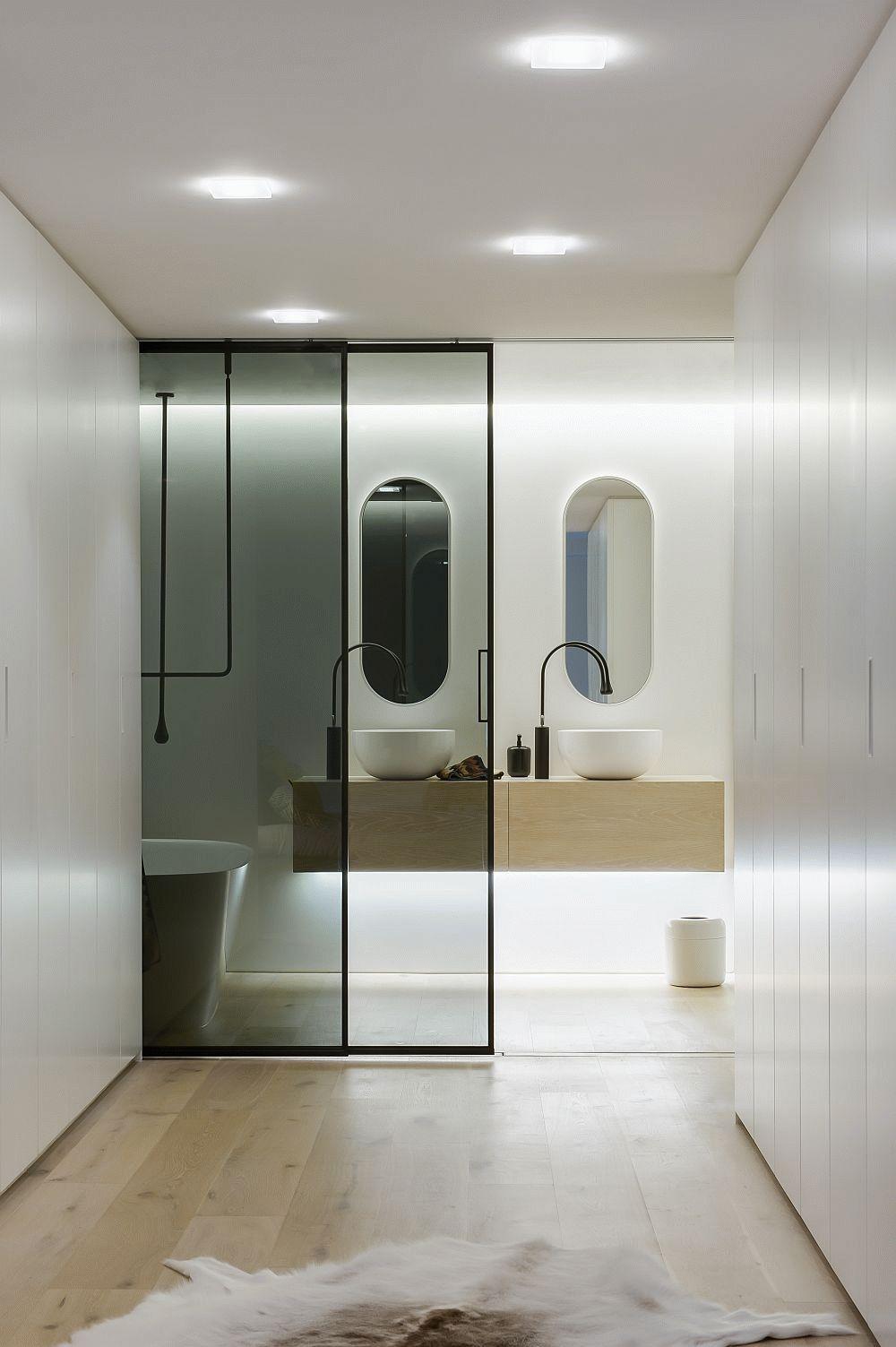 Тонированная дверь в ванную