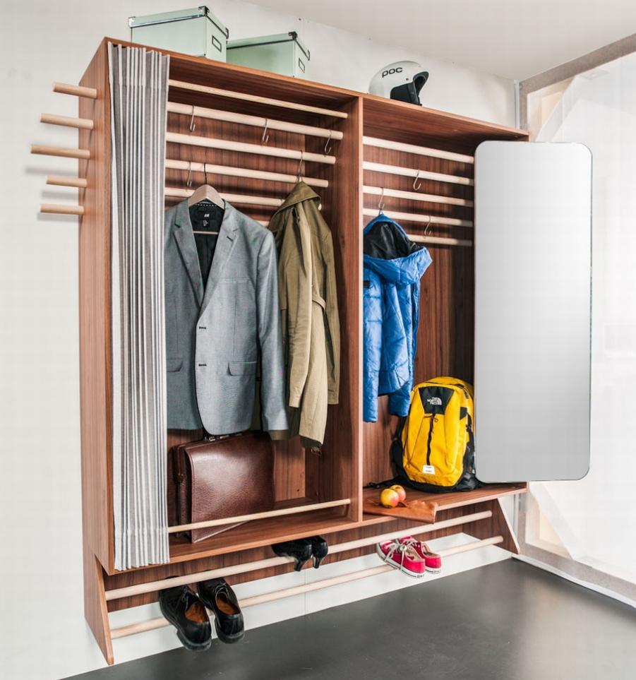 Трансформирующийся шкаф в маленькой прихожей