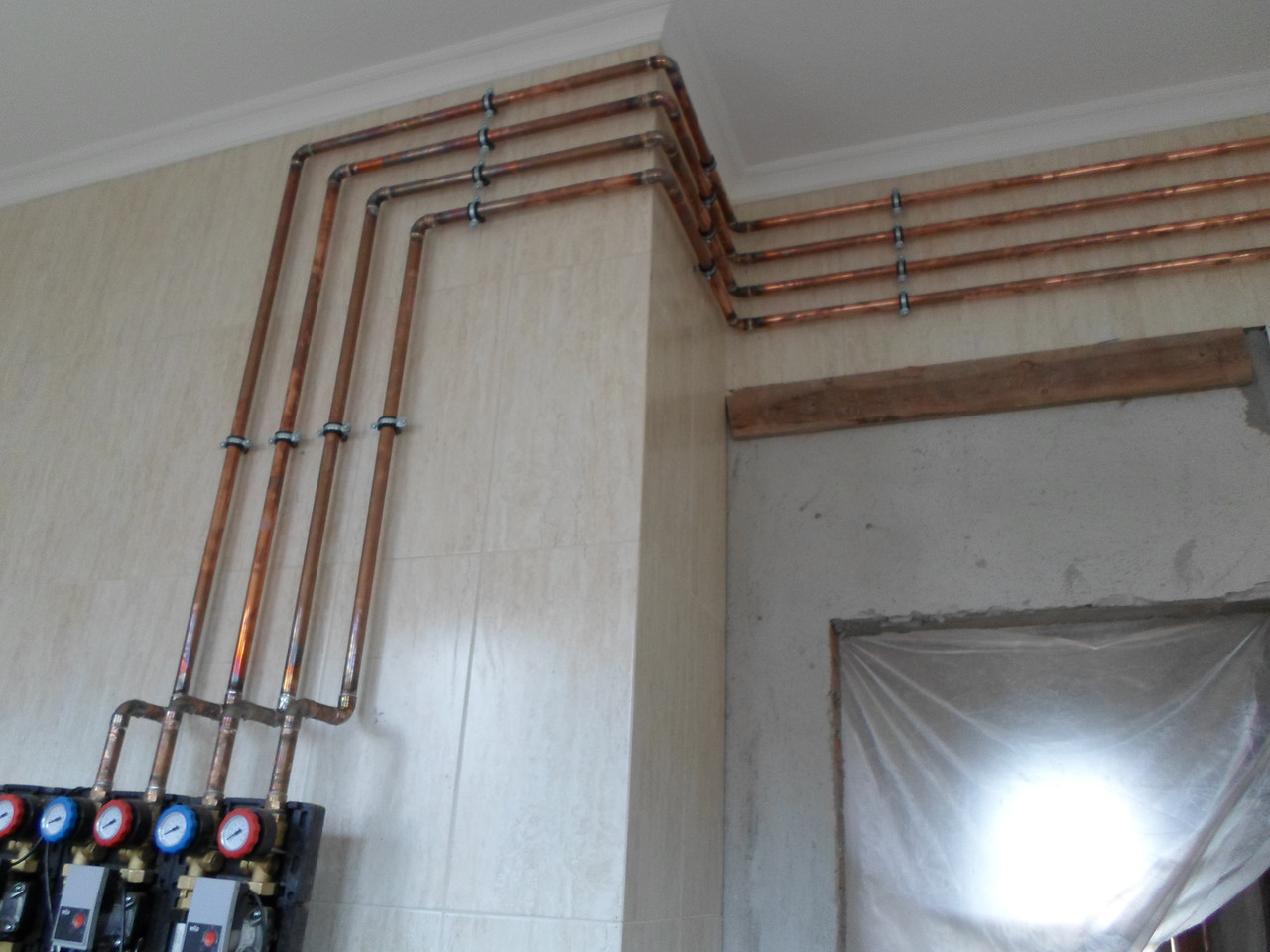 Установка труб для водоснабжения