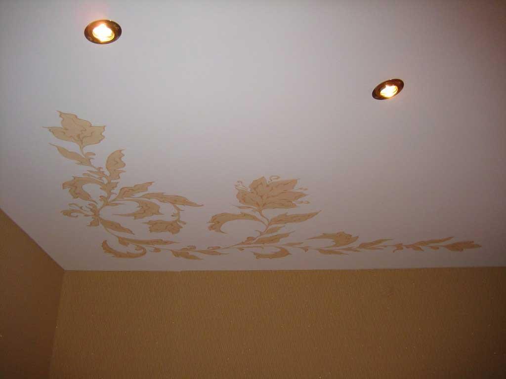 Матовый потолок с узором