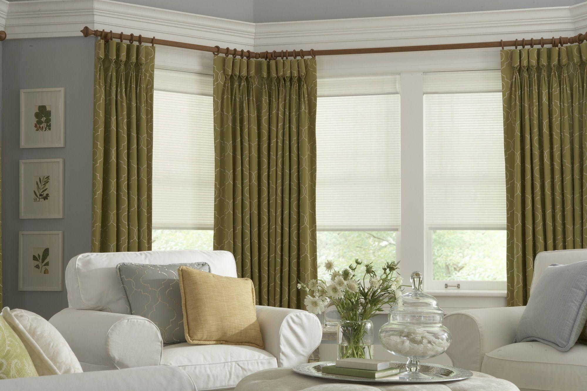 Зеленые шторы с узором