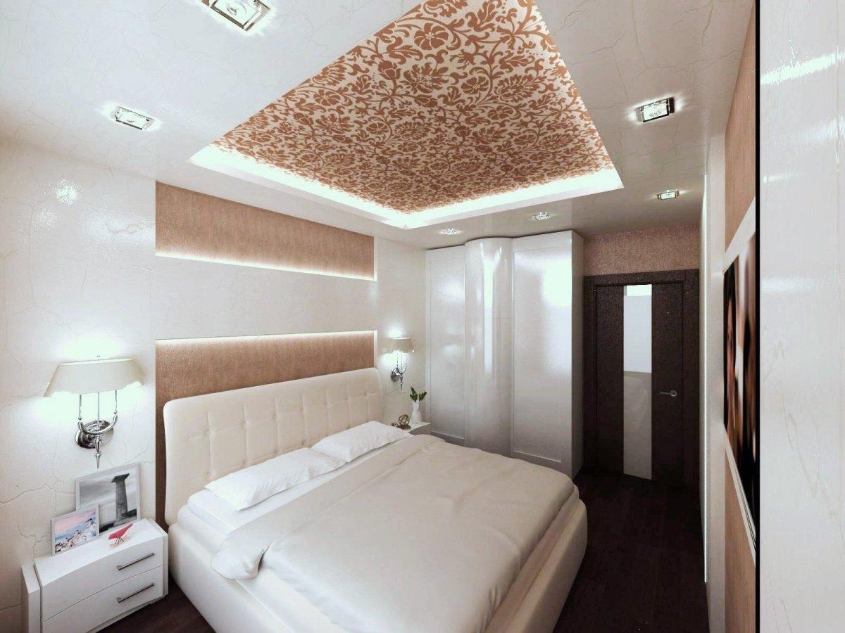 Натяжной потолок с узором в спальне