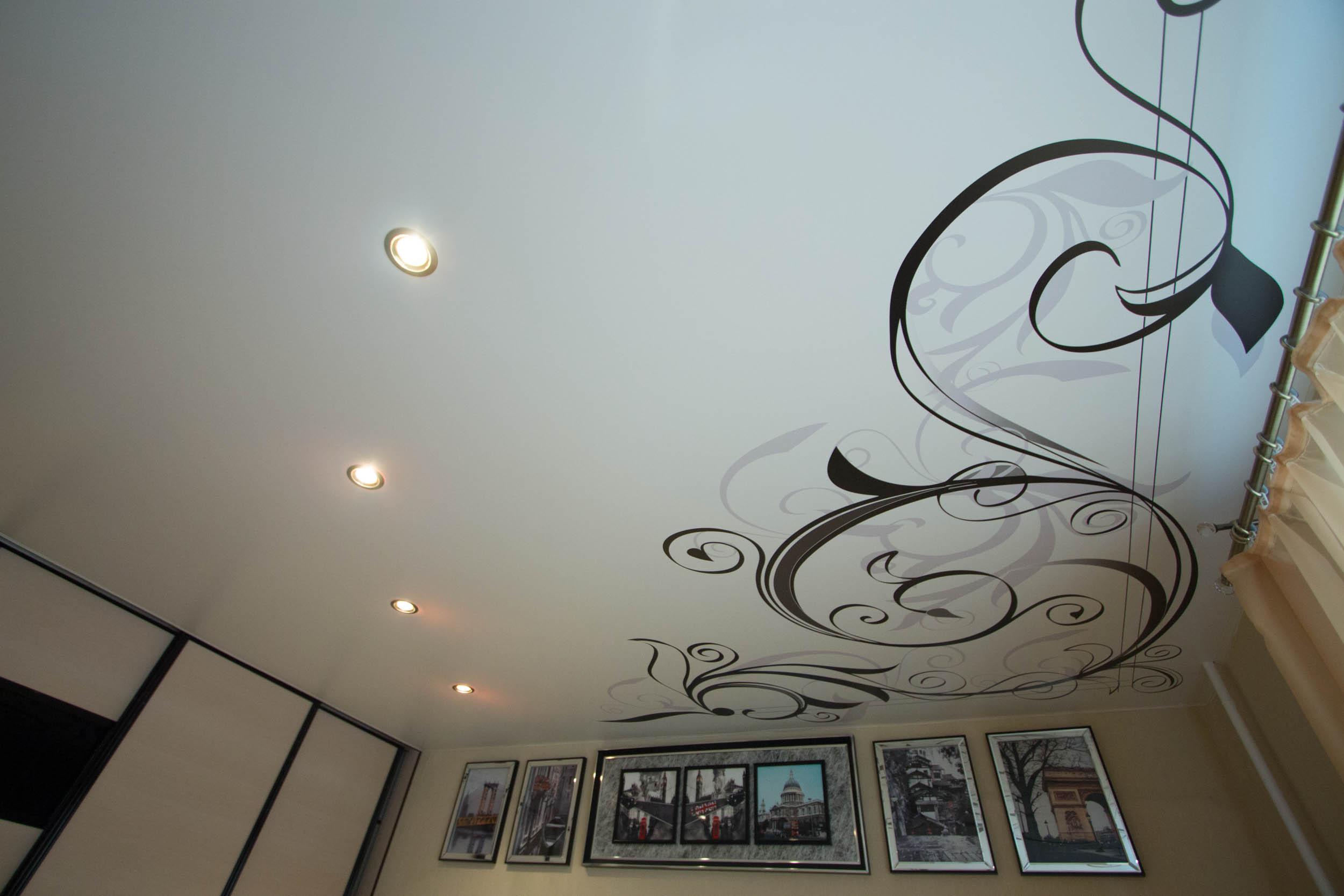 Натяжной потолок с фотопечатным узором