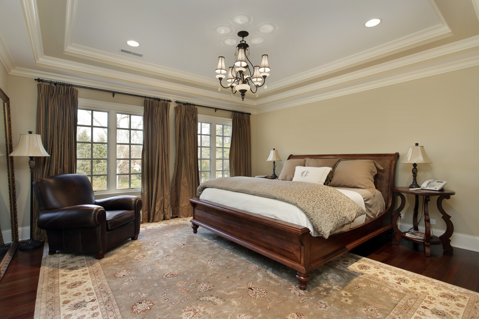 Натяжной двухуровневый потолок в спальне