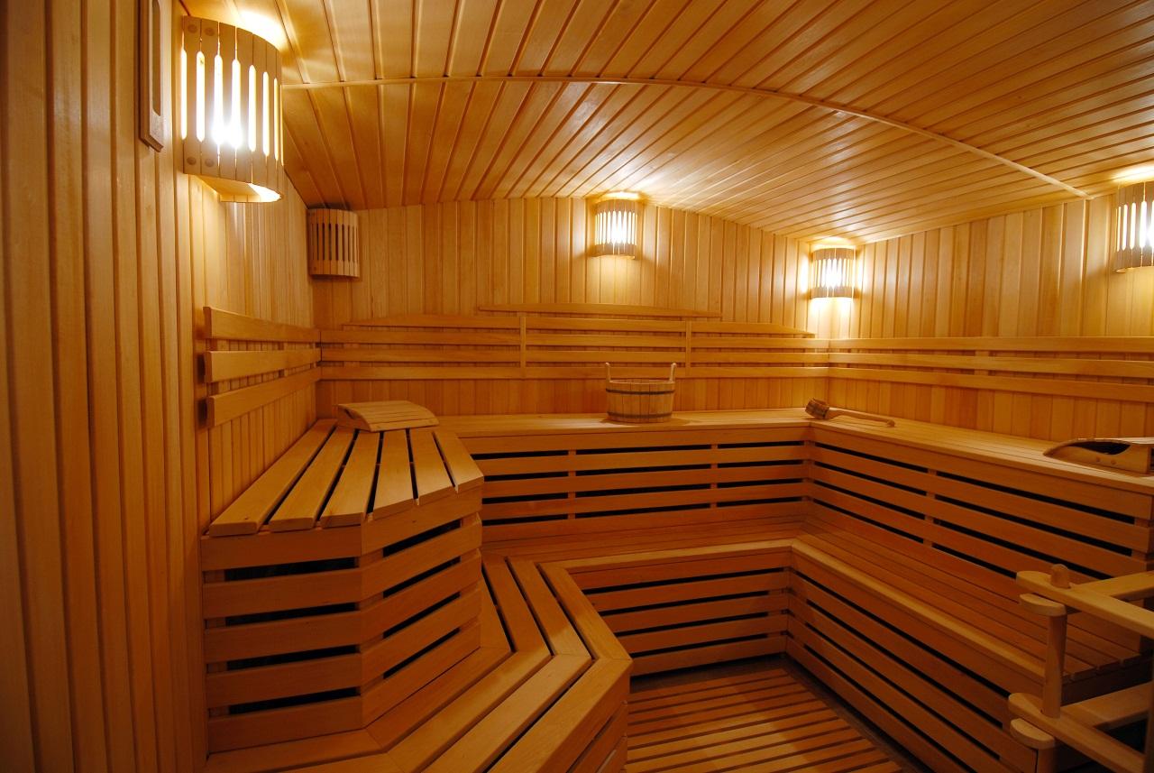 Потолок из вагонки в бане