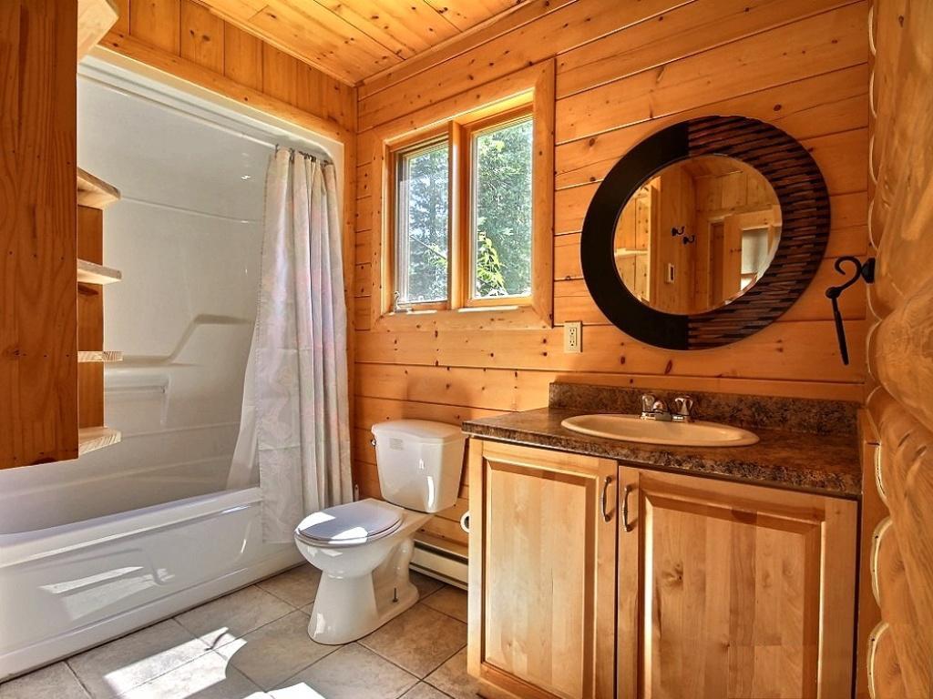 Вагонка на потолке ванной