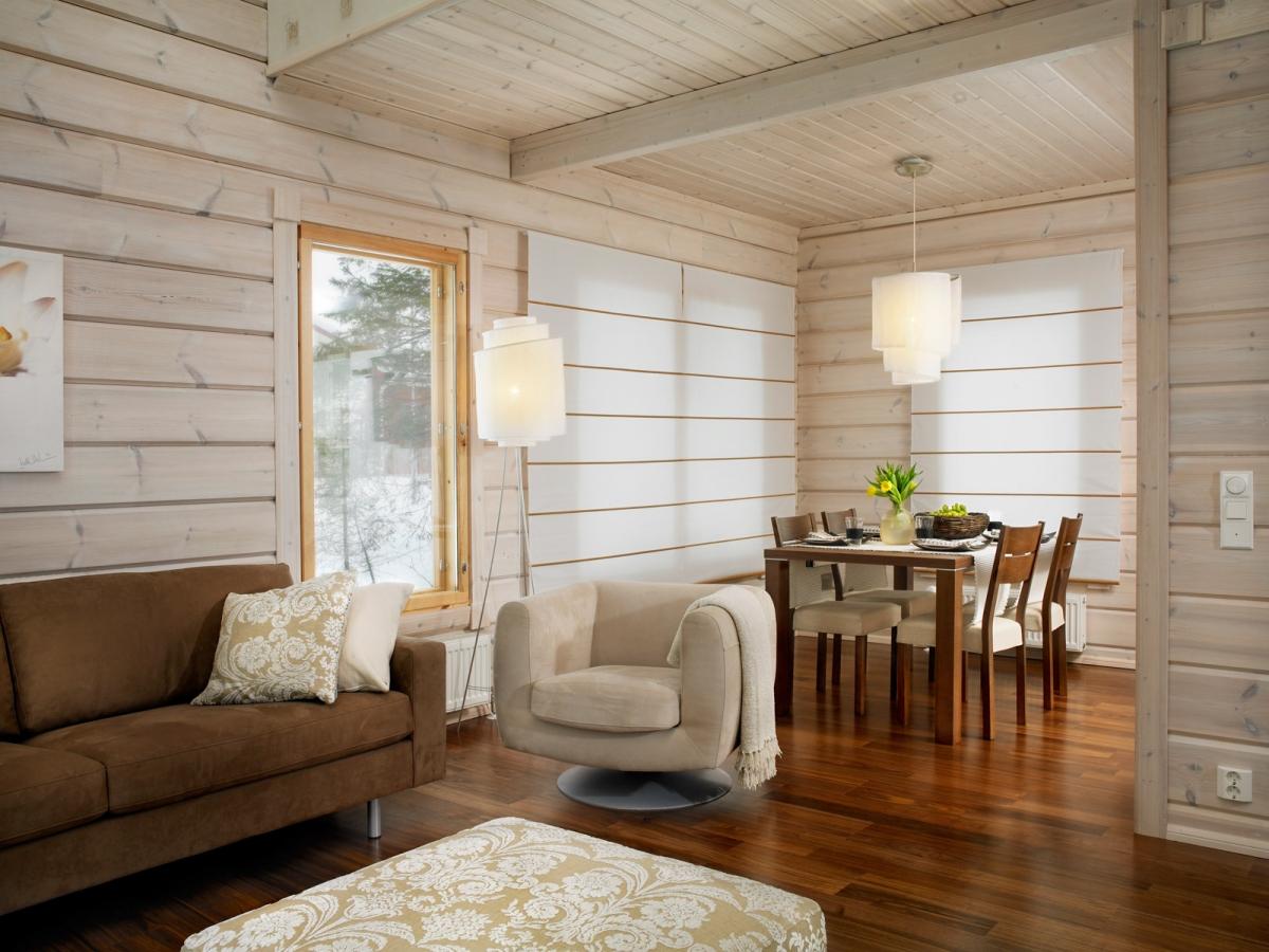 Вагонка в интерьере гостиной на даче