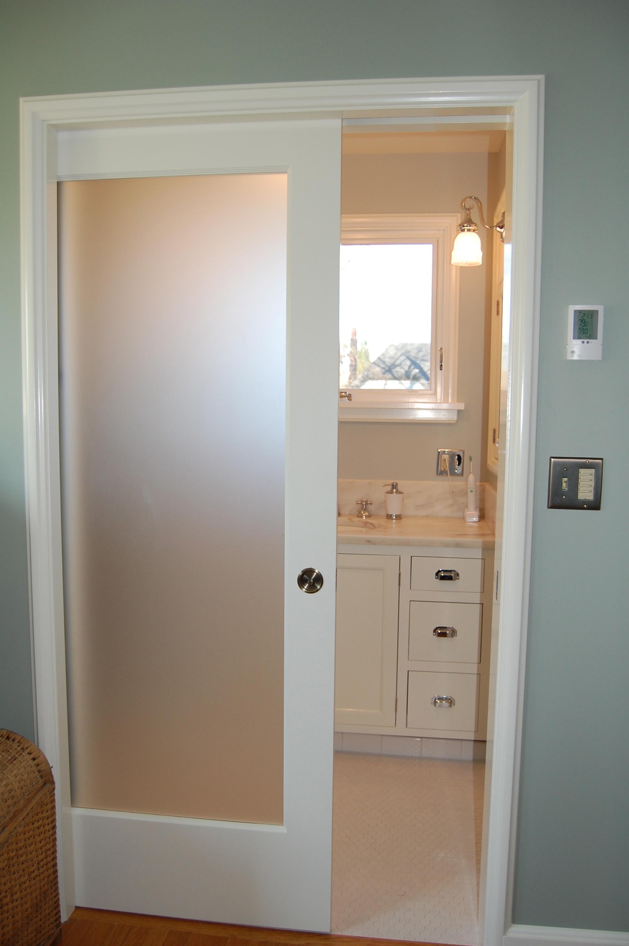 Дверь со стеклом в спальню