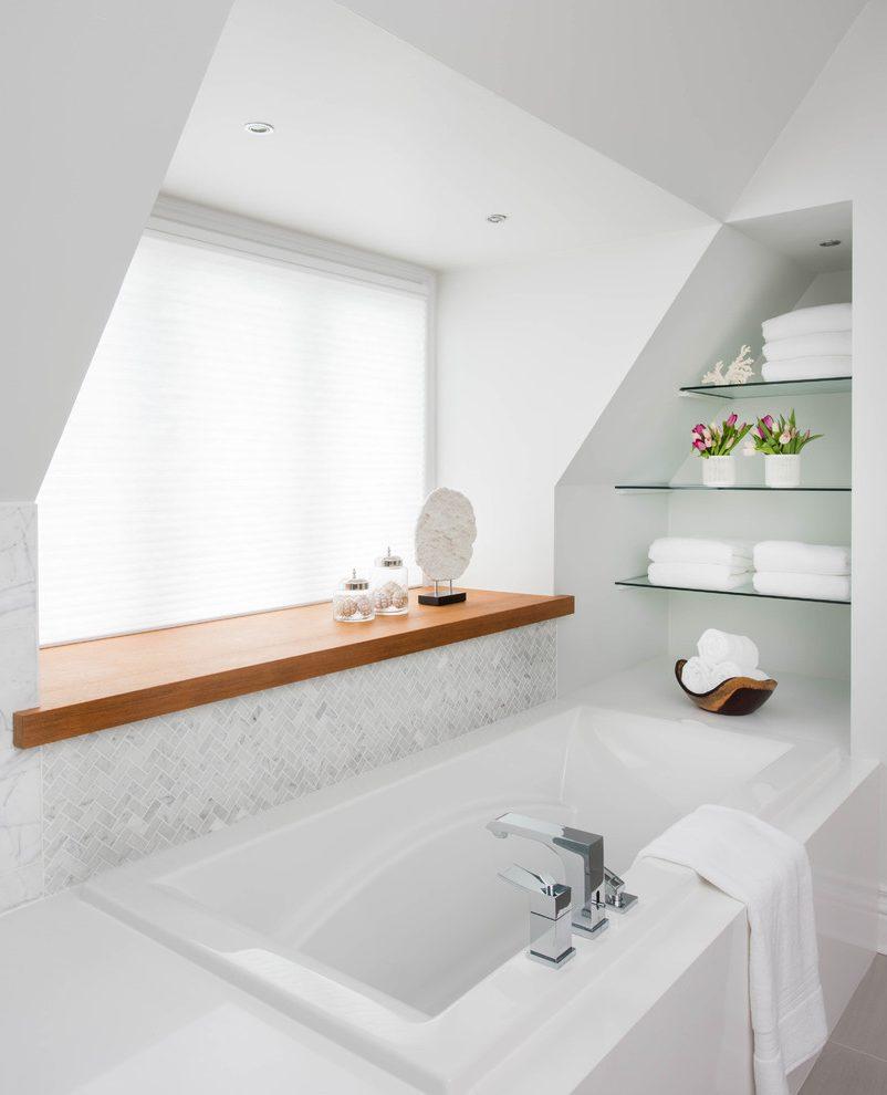 Накладка на подоконник в ванной