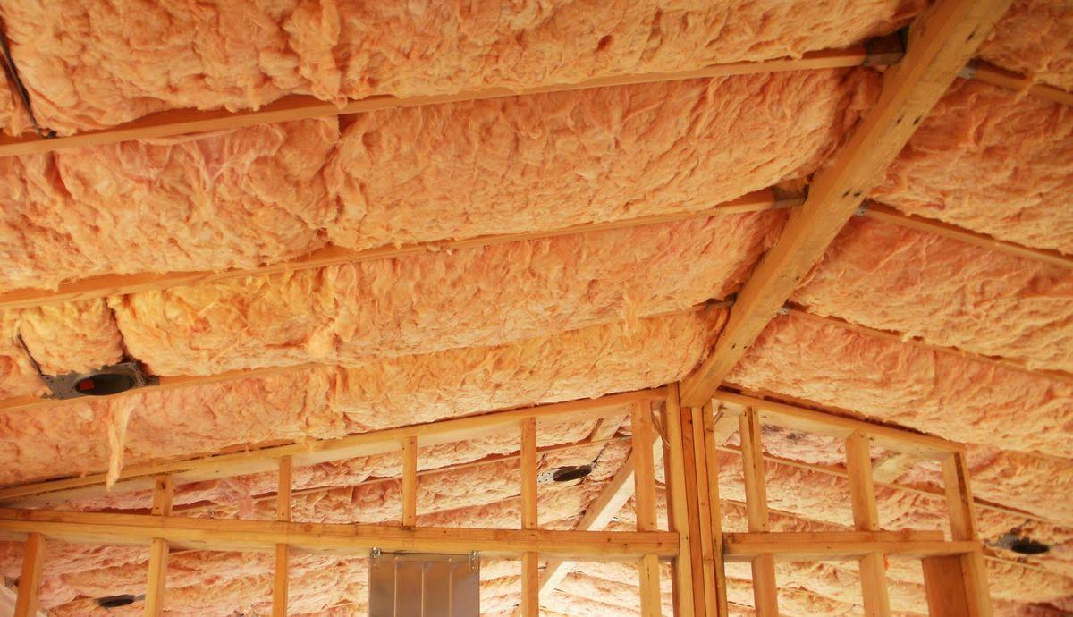 Утепление потолка стекловатой