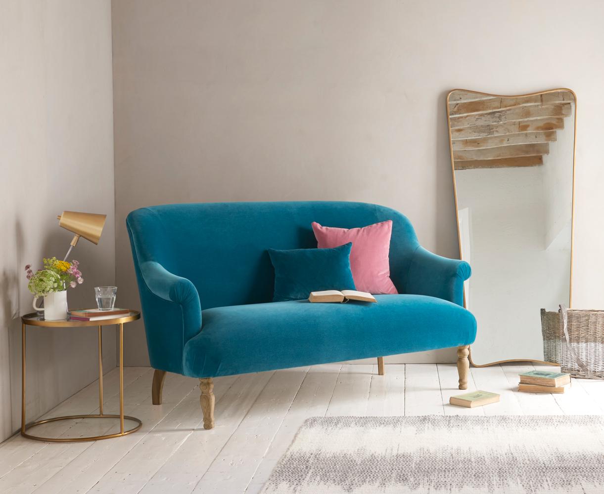 Малогабаритный велюровый диван
