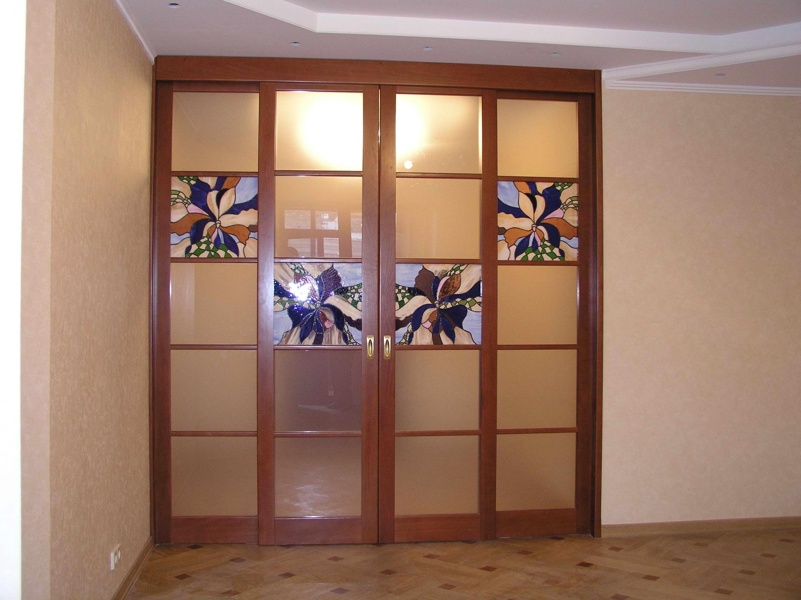 Навесные витражные двери