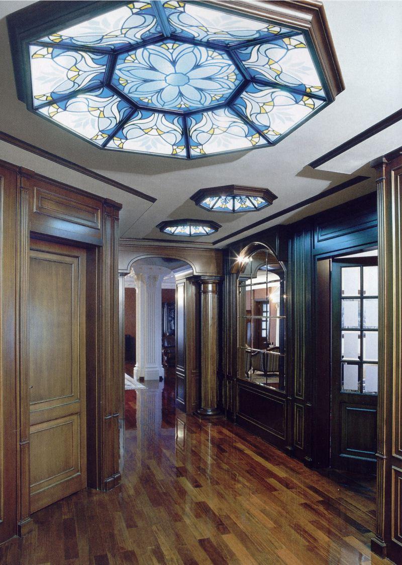Круглый витражный потолок