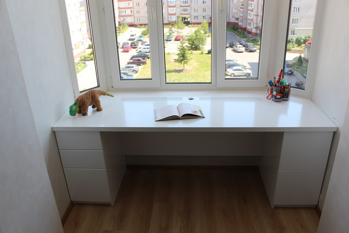 Встроенный стол-подоконник
