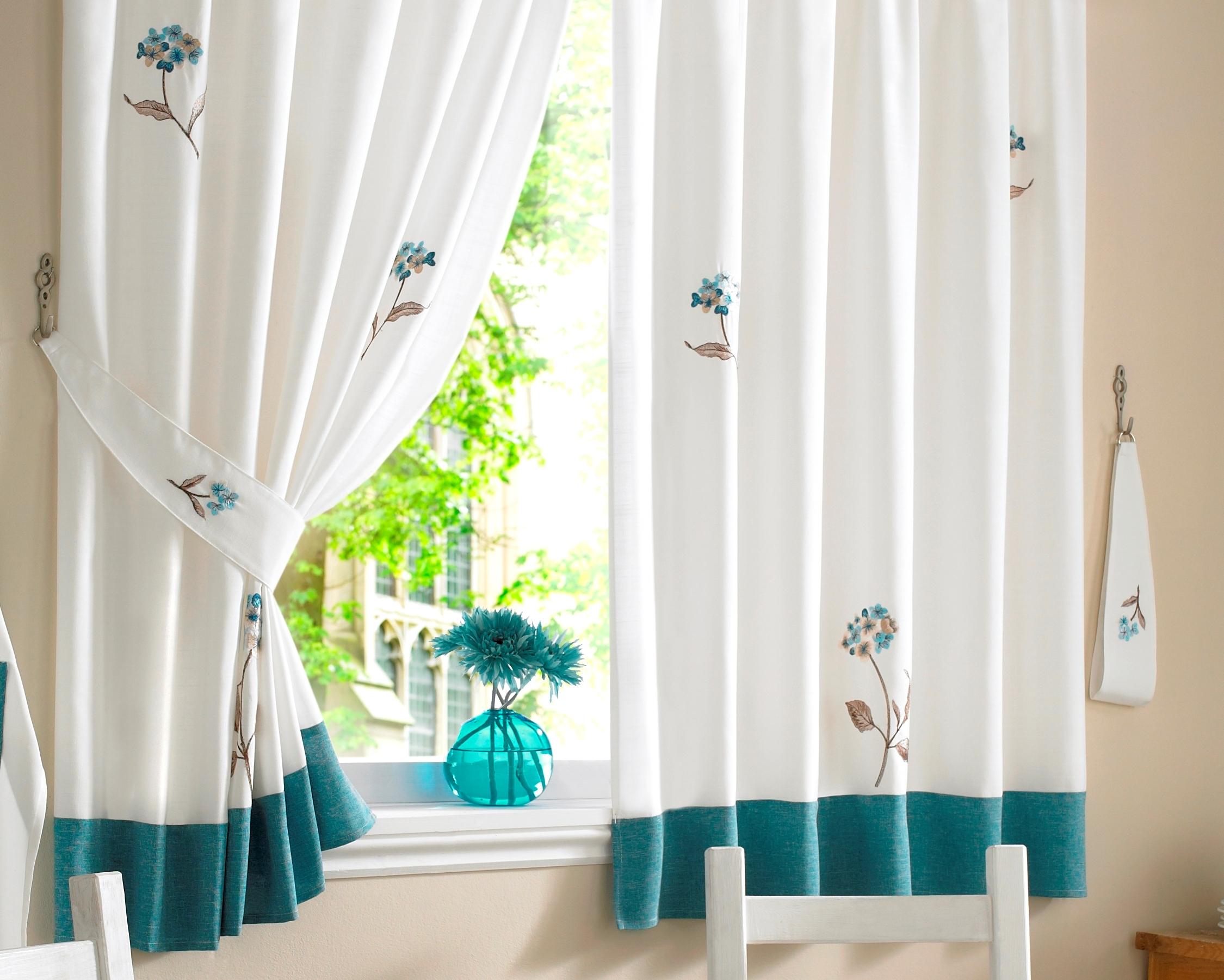 Короткие шторы с вышивкой