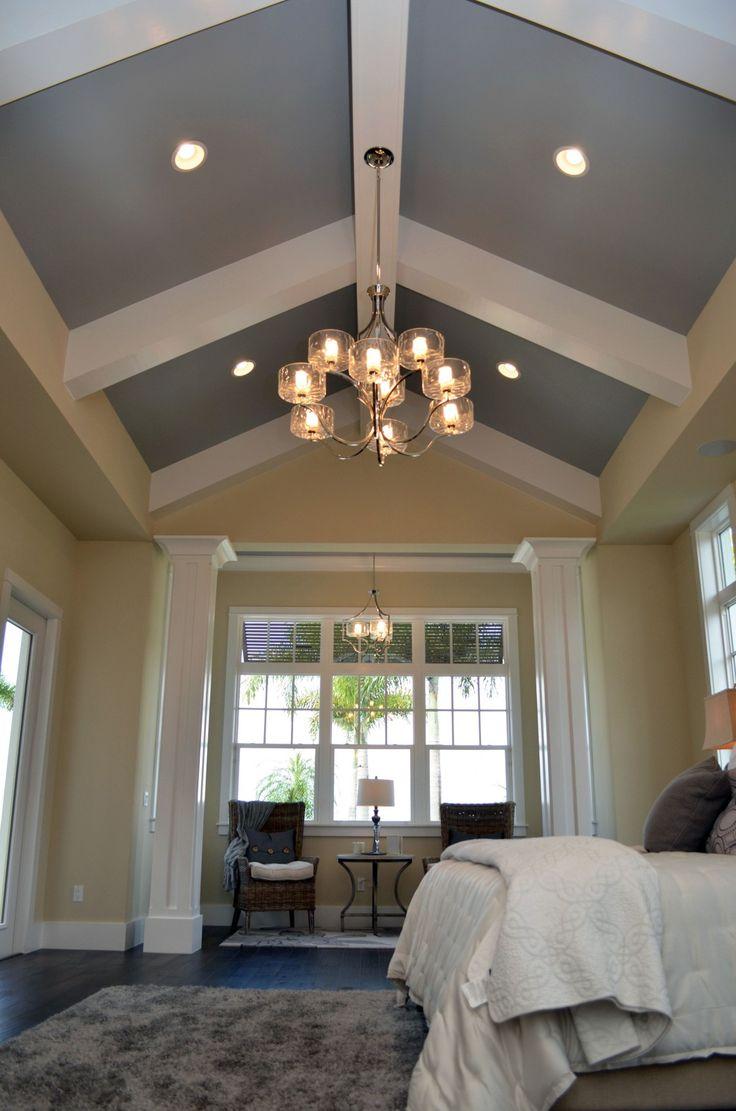Серый высокий потолок